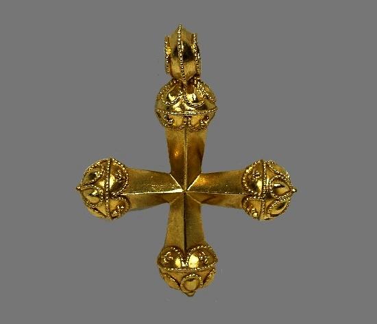 Cross pendant. 22 K gold
