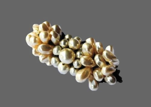 Cultured pearl brooch. 4.2 cm. 1930s