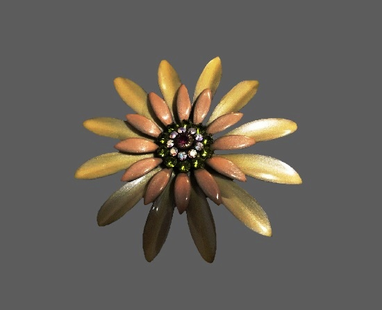 Daisy flower brooch pin. Gray enamel, rhinestones