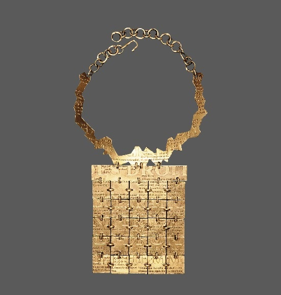 Declaration necklace for fidh