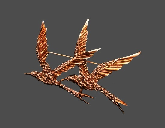 Double Bird gold plated brooch. 4.5 cm. 1960s