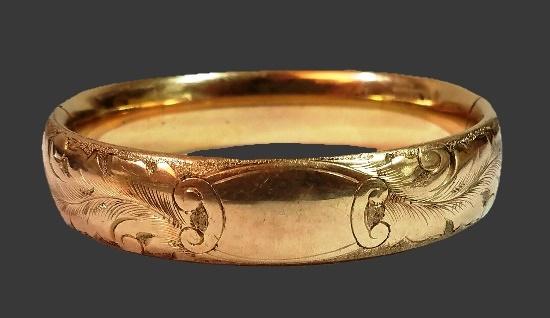 Engraved feather design gold filled bangle bracelet. 1900s
