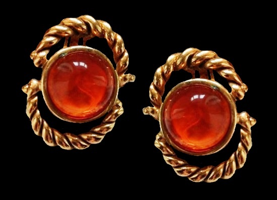 Faux amber clips. Gold tone metal alloy, art glass. 3.5 cm. 1980