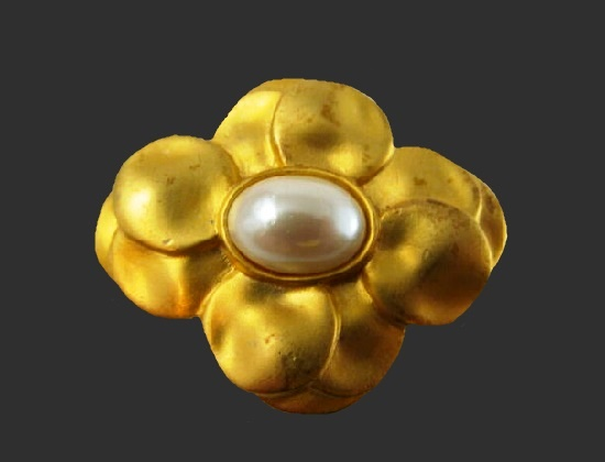 Faux mabe pearl gold floral design brooch