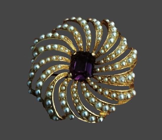 Floral design pin. Gold tone metal, faux pearls, rhinestone
