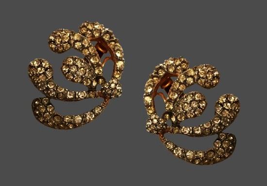 Flower design clip on earrings. Gold tone alloy, clear rhinestones. 1940s