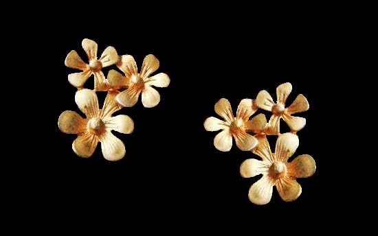 Flower gold tone clips. 1980s