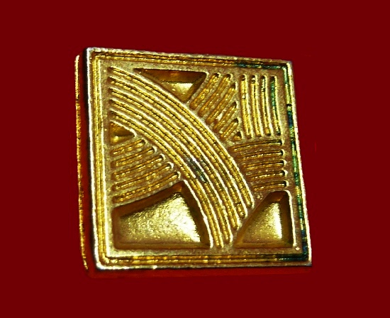 1990s gold plated lapel pin for Perfection collection. 2 cm