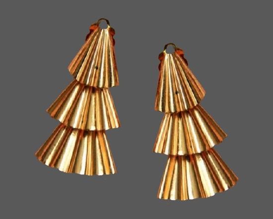 Gold tone dangle earrings. 1980s