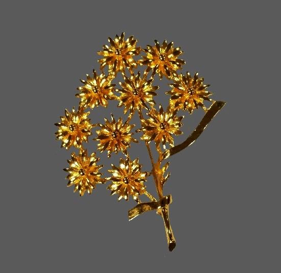 Gold tone flower bouquet brooch