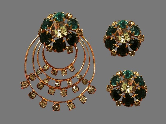 Gorgeous set of vintage pendant and clip on earrings. 12 K gold filled, rhinestones. 1940s