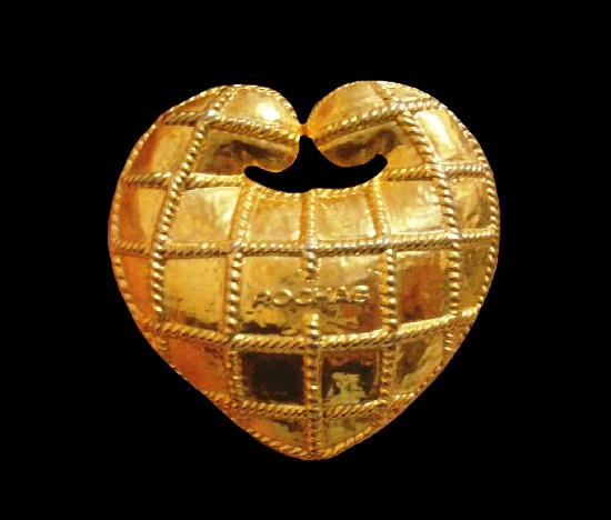 Heart brooch. Gold tone textured metal. 3.5 cm. 1990s
