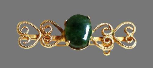 Heart design Bar brooch. 14 K gold filled, jade. 1940s