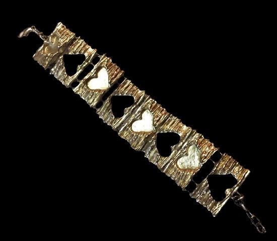 Heart theme metal alloy bracelet. 3 cm width
