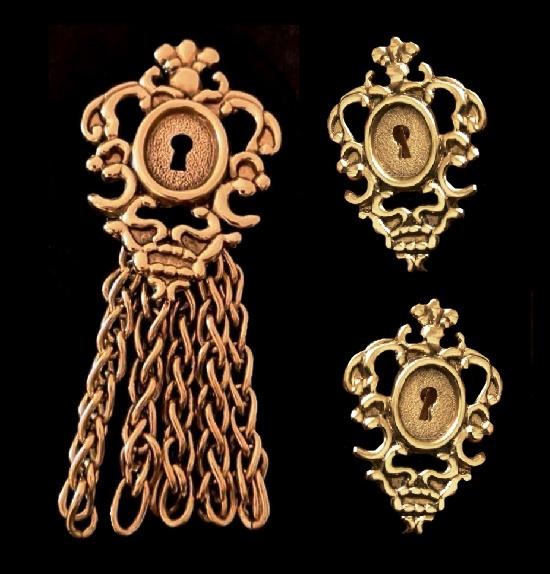 Key hole brooch (10 cm) and clip on earrings (4.5 cm). 1980s