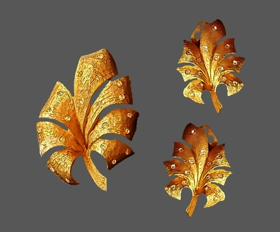 Leaf design brooch and clip on earrings. Gold tone metal alloy, rhinestones