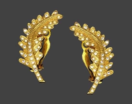 Leaf design gold tone rhinestones earrings. 1980s