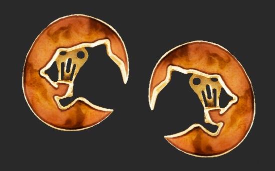 Leopard head silhouette cut clip-on earrings. Gold plated alloy, enamel. 1980s