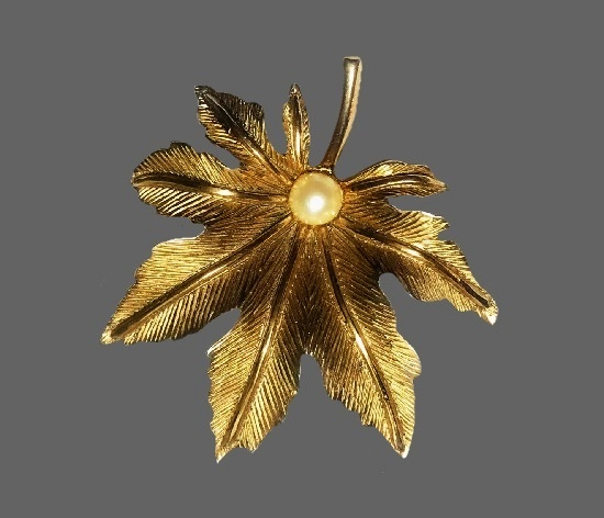 Maple leaf textured gold tone faux pearl brooch pin
