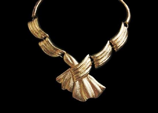 Matte gold tone necklace. 1980s