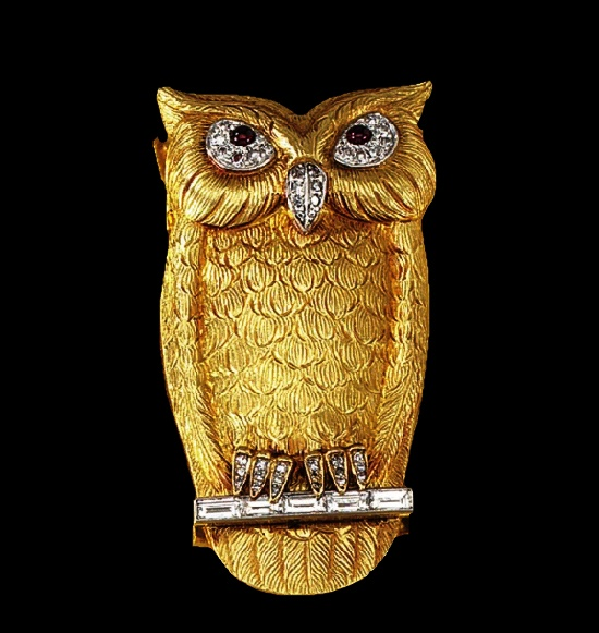 Owl on a branch brooch. Gold, diamond, ruby. 1950s
