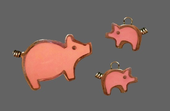 Pig brooch and earrings. Sterling silver, pink enamel