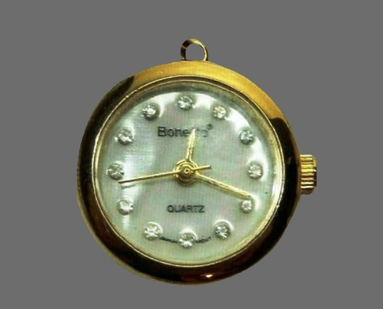 Quartz watch with mother-of-pearl dial