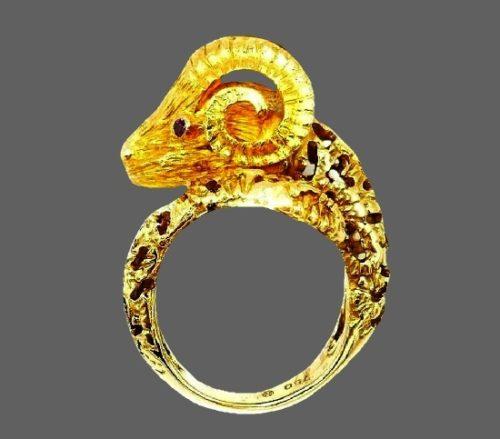 Ram Zodiac sign ring. 18k Yellow Gold, rhinestones
