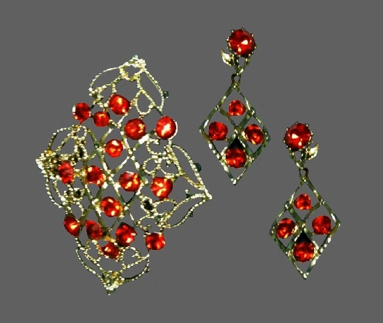 Red rhinestones gold tone brooch and clip on earrings