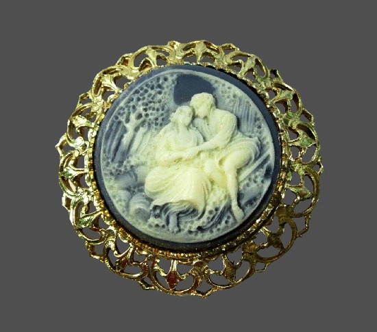 Romantic couple hand carved cameo pendant. Gold tone, lucite