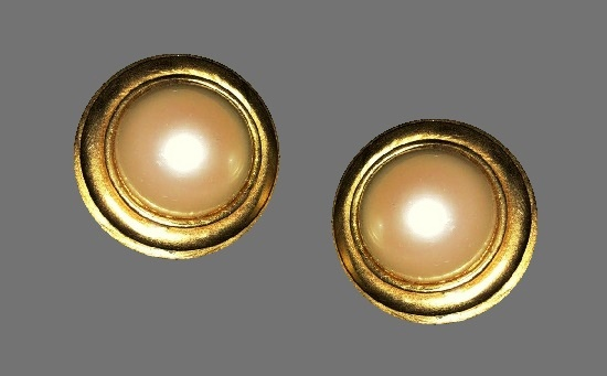 Round shaped gold tone faux pearl clip on earrings