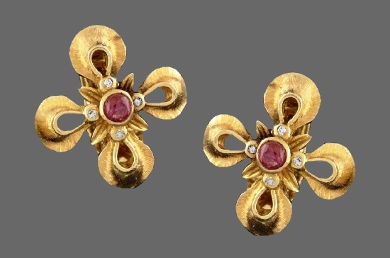 Ruby and diamonds 18 K gold flower clip on earrings