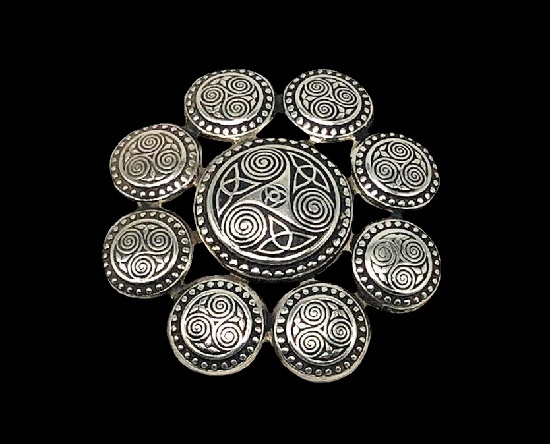 Seven circles brooch (4 cm) with a symbolic image of Triskell. 925 sterling silver. 1950s