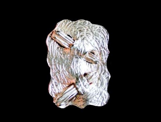 Silver tone geometric design pendant. 6 cm. 1980s