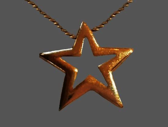 Star gold tone pendant