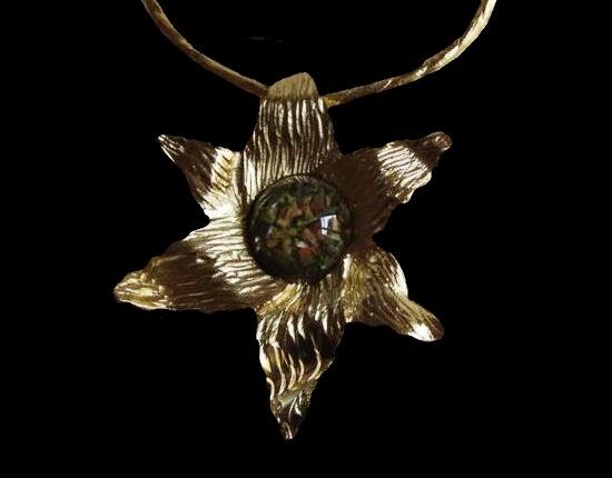 Star pendant necklace. 9.5 cm. 1970s