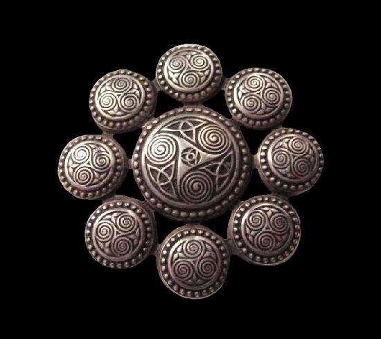 Sterling silver Celtic design brooch. 3.8 cm. 1960s