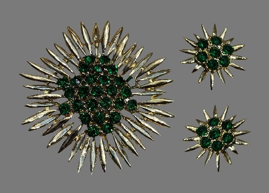 Sunburst floral design brooch and clip on earrings. Gold tone, green rhinestones