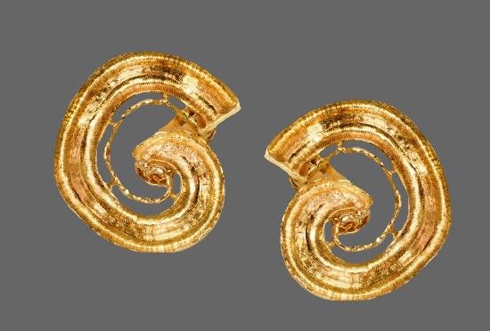 Swirl design 18 K gold earrings. 1970s