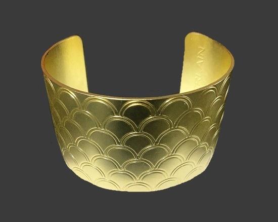 Textured gold tone cuff bracelet. 1980s
