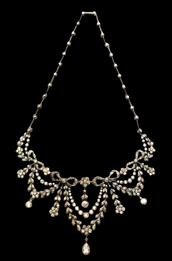 The diamond necklace. 1910. An excellent example of the garland style
