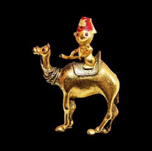 Turkish warrior on camel vintage brooch. Gold tone alloy, rhinestones, enamel. 4.5 sm. 1970s