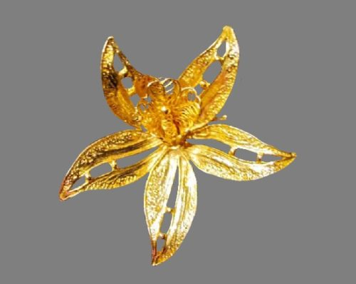 Water lily 18 K gold plated brooch. 1950s