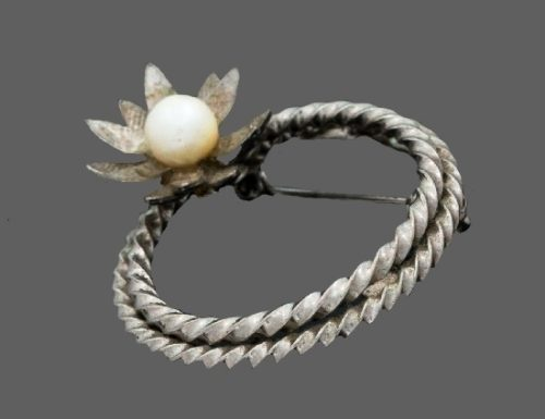 Waterlily circle brooch. Sterling silver