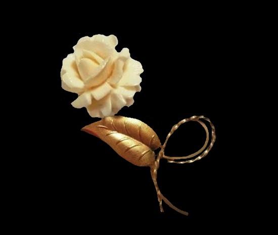 White rose brooch. 12 K gold filled metal, carved shell