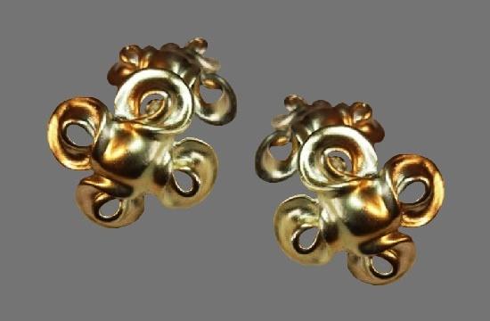 1980s gold tone clip on earrings