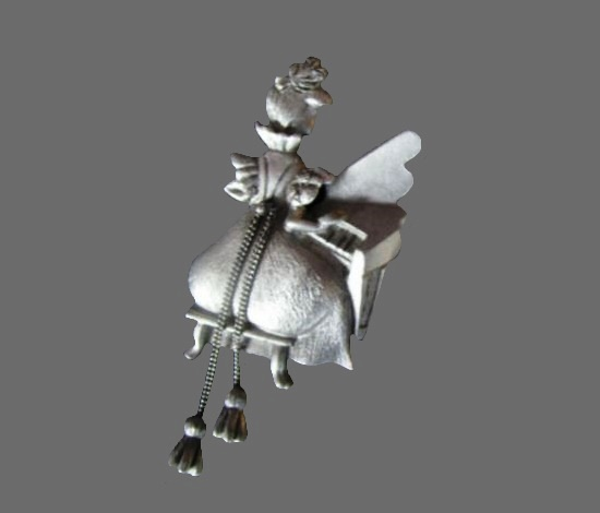 A woman at the piano pewter brooch
