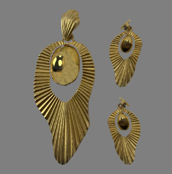 Abstract design gold tone textured metal pendant and earrings