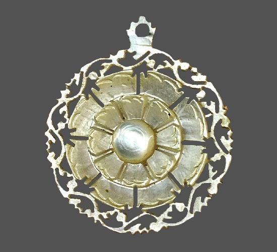Carved mother-of-pearl flower design pendant