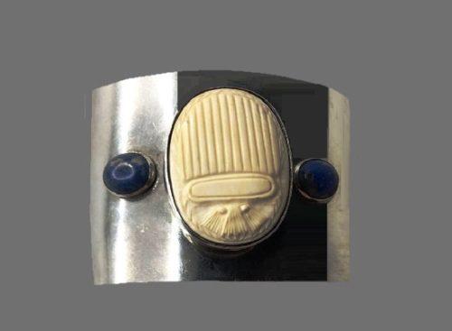 Carved shell onyx cuff bracelet. 1970s